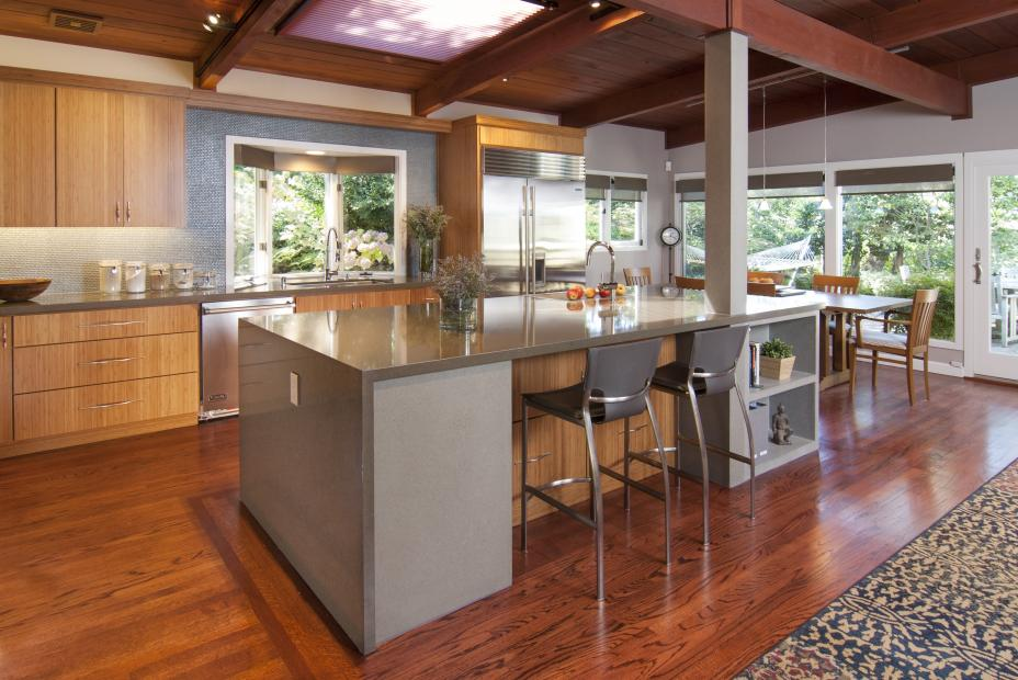 Beautiful Contemporary Kitchen with Stainless Steel Appliances and Silver Pulls