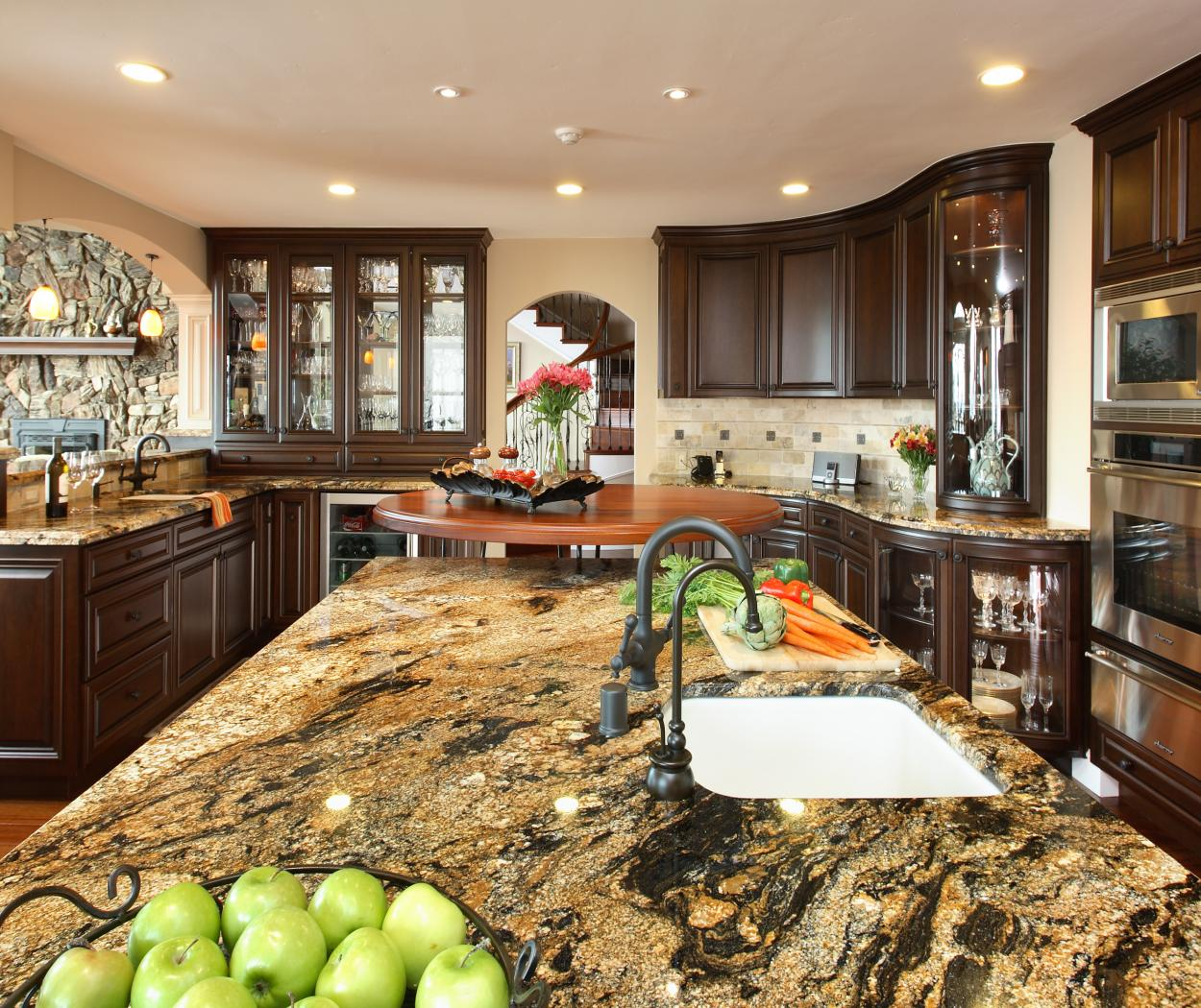 Traditional Stained Kitchen with a Beautiful Granite Countertops and Stainless Steel Appliances