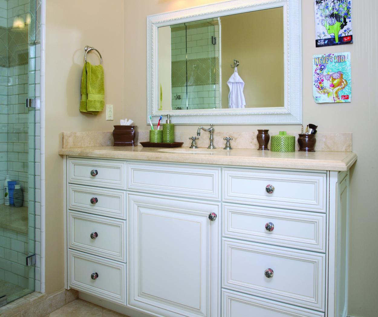 Off White Transitional Bathroom Vanity with a Beautiful Countertop and Decorative Knobs