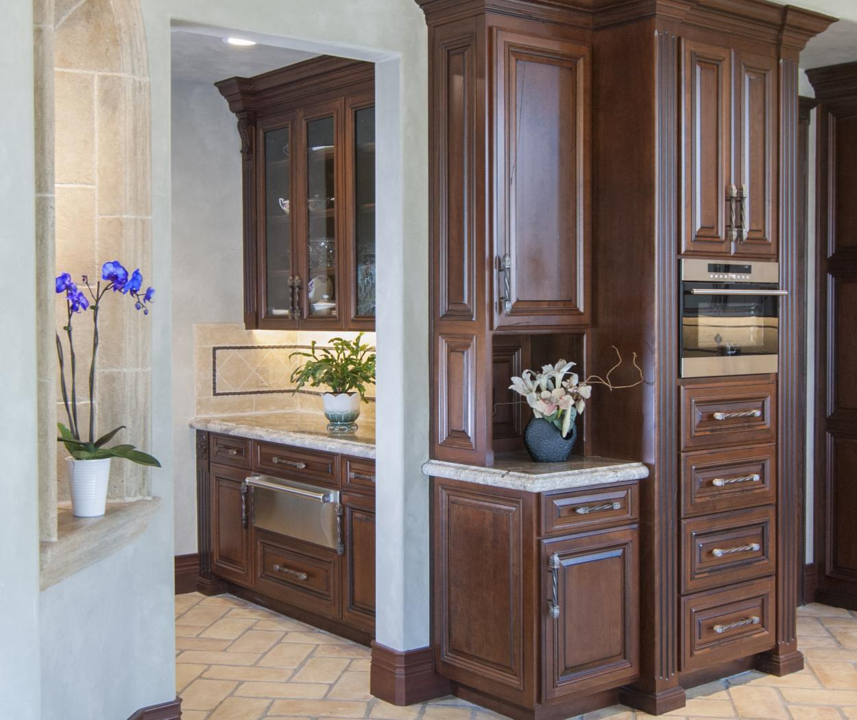 Traditional Kitchen with Beautiful Glass Doors, Granite Counter Tops and Stainless Steel Appliances